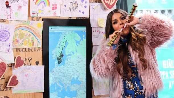 Publikens ambassadör Arantxa Alvarez firar att Musikhjälpen 2014 slagit rekord i antal initiativ. Förra året hade MH 1800, redan nu är det fler, och nästan tre dagar kvar! Foto: Stephanie Londéz/Sveriges Radio. #mh14 #uppsala