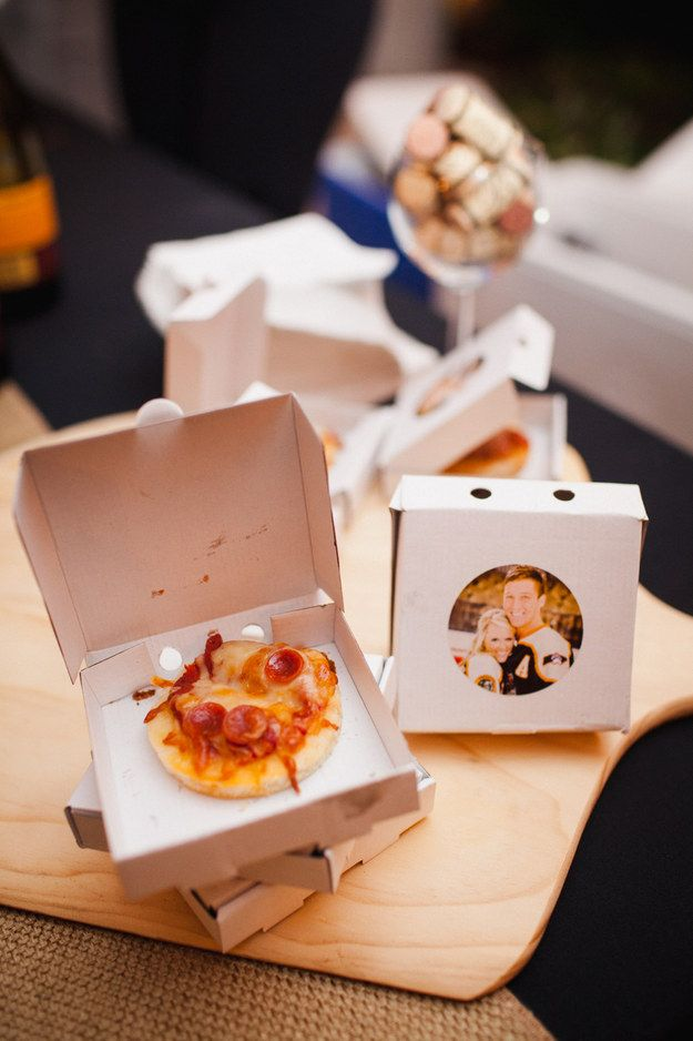 And these mini-pizzas in MINI-BOXES are an amazing way to treat your guests to a late-night snack. | These Mini-Pizzas In Tiny Boxes Win The Late-Night Wedding Snack Game