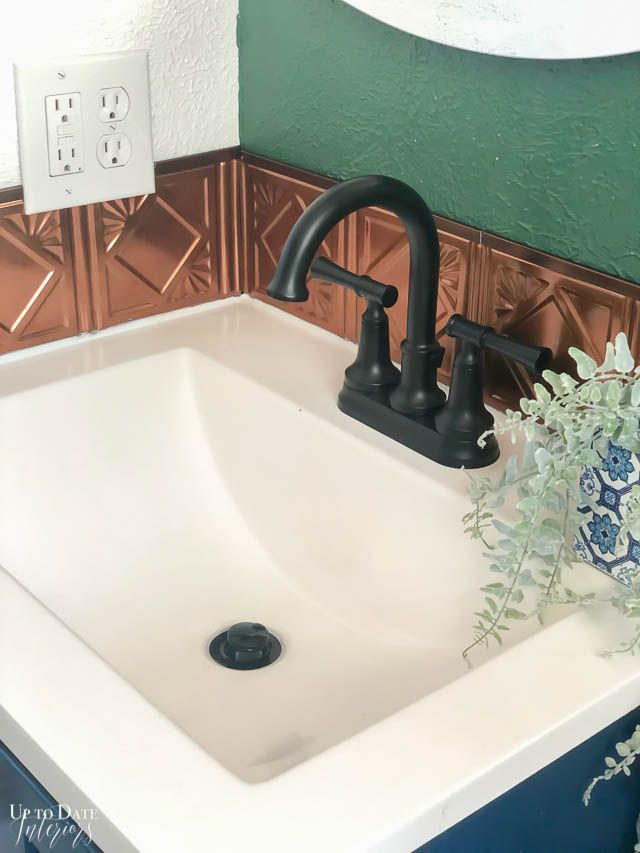 How To Remove Tile Backsplash Without Damaging The Wall For A First Timer Only A Couple Of Tools Needed In 2020 Remove Tile Backsplash Tile Removal Diy Bathroom Decor