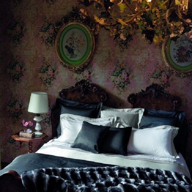 Оставаясь современным более 150 лет, модный дом Frette отвечает взыскательным вкусам своих многочисленных звездных клиентов, как дома, так и в путешествиях. Среди знаменитостей такие известные кинозвезды, певцы и спортсмены как Мадонна, Шэрон Стоун и чета Бекхэм. Именно Frette является официальным поставщиком текстиля для Ватикана.#beautiful & #stylish #italian #frette #bedlinen is perfect for #exclusive & #chic #luxuryhome #interior #дизайн #интерьер #декор #постельноебелье