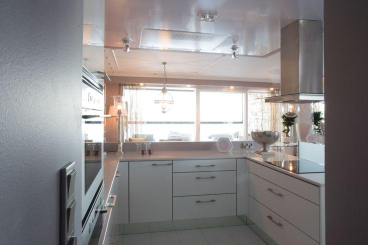 Vaalea keittiö on Novartin A La Carte mallistoa Hennosti rosaan taittava ki