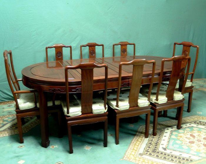Online veilinghuis Catawiki: Zwaar houten Chinese eetkamer set, tafel met 8 stoelen met kussens - China - midden 20e eeuw