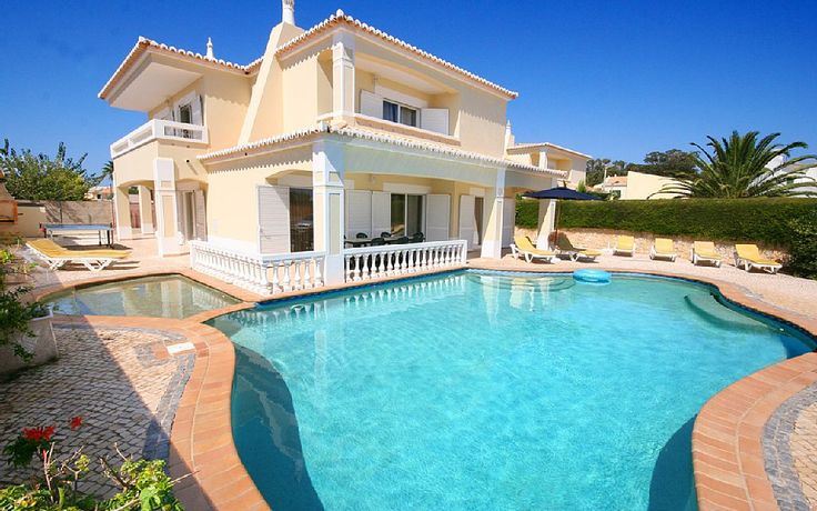 - Pool and front of the villa