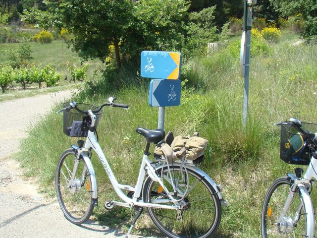 Provence on an Electric Bicycle - Vélo Loisir Luberon marked cycle routes