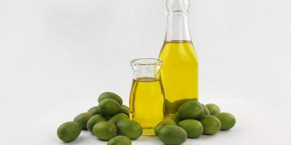 افضل 7 زيوت لترطيب الشعر الجاف بعد الاستحمام مجلة العزيزة Moisturize Dry Hair Best Oils Moisturizer