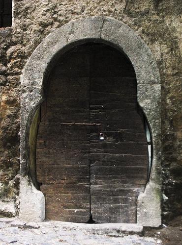 Calcata,  door