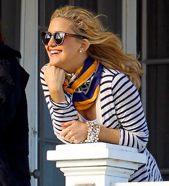 Loved Kate Hudson's nautical Hamptons outfit in Something Borrowed  {via overoll}