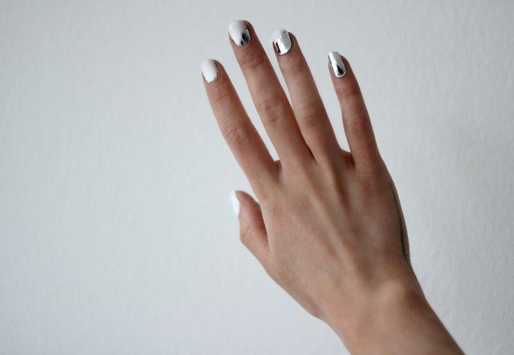 Metal Chips on White Nails: Nails Inspiration, Nails Mania, Nails Art, Silver Nails, Love Aesthetics, Metals Nails, White Nails, Nails Paintings, Cool Nails
