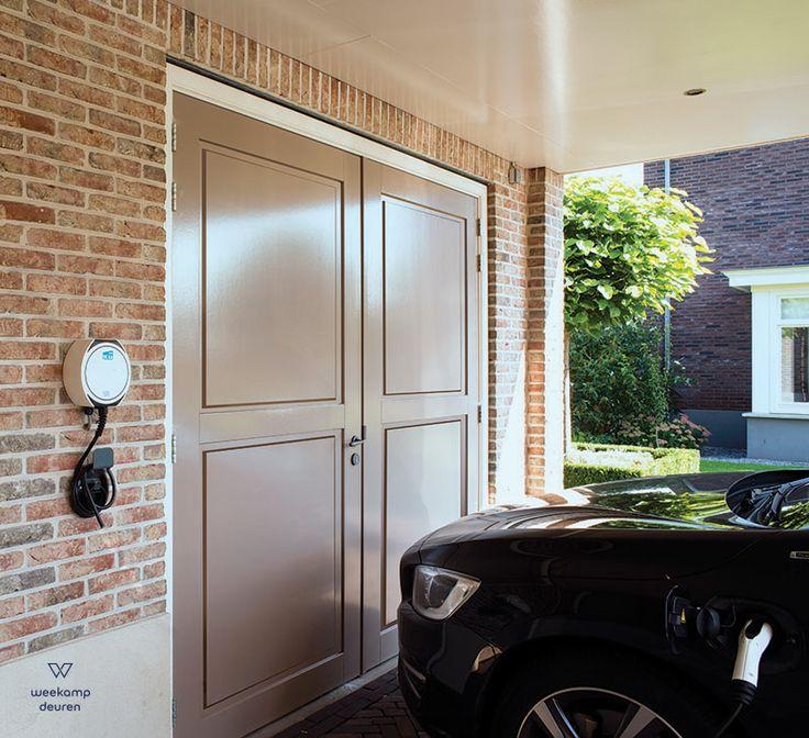 Weekamp garagedeuren WK3502. Leverbaar als stapeldorpeldeuren of als vlakke plaatdeuren. Kijk voor meer informatie op: www.weekamp-deuren.nl