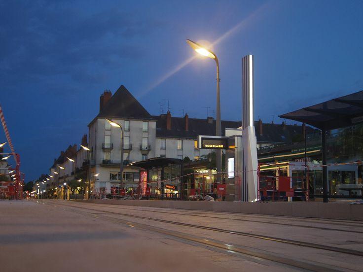 Station Anatole France de nuit - 19 juin 2013 (Rue Nationale - Tours)