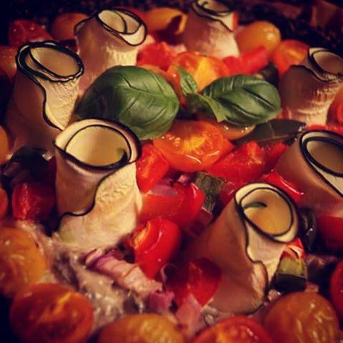 HandsoffmyFOOD!: VEGAN VIBES: Veganistische #quiche? Yes! Met lekkuurree Basilicum-cream en een crispy quinoa-korstje! #miammiam