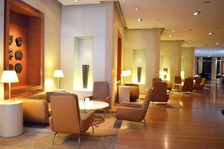 Το κομψό all-day coffee & lounge bar του Hilton Αθηνών, μόλις άνοιξε και πάλι τις πόρτες του για το κοινό εγκαινιάζοντας τη συνεργασία του με τη γνωστή γκαλερί «The Breeder».