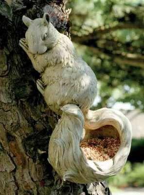 Scurry bird feeder...I want this!!Squirellbird Feeders, Feeders Squirrels, Birdhouses Feeding, Birds Feeders, Squirrels Feeders, Birds House, Gucci Handbags, Ideas Originals, Squirrels Birds