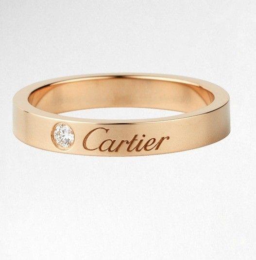 La fede nuziale di Cartier in oro e diamante.