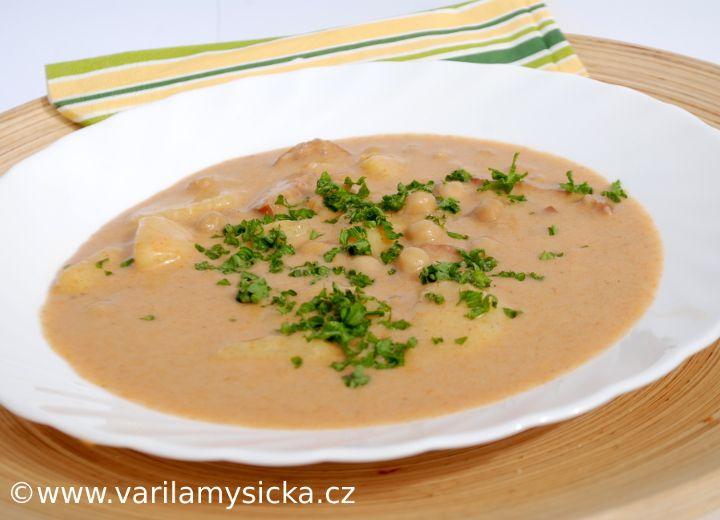 Další varianta cizrnové polévky. Nebudete potřebovat žádnou mouku, přesto docílíte husté polévky.