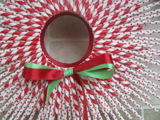 Paper straw wreath..it's going to happen for me this year.
