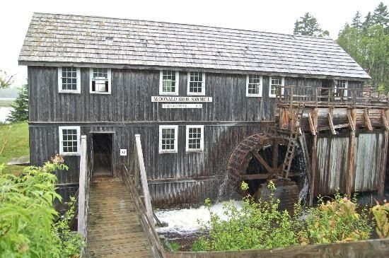 Sherbrooke Village depicts a Nova Scotian village from 1860 to pre-WW1. With 80 buildings, over 25 open to the public, most with costumed interpreters, it is the largest Nova Scotia Museum site.