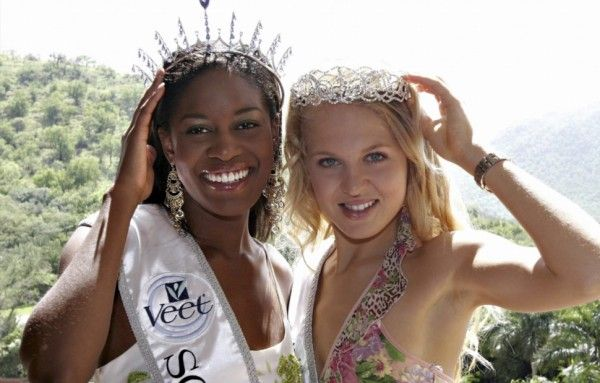2005 Nokuthula Thuli SIthole and teen Miss SA Bertha Marie le ROux GALLERY: Miss SAs of the past decade | eNCA