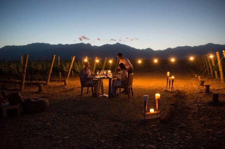 Momentos increíbles y este. Mendoza, tierra del buen sol y del buen vino, es un destino perfecto para relajarse rodeado de imponentes paisaje y disfrutar de deliciosas experiencias gastronomicas acompañadas de los mejores vinos. Consulte por su experiencia a medida! #vinos #gourmet #gastronimia #delicioso #experiencias #viajes #paisajes #mendoza #argentina #acrossargentina