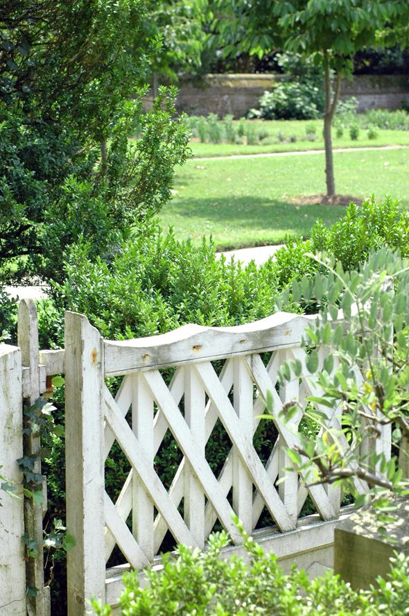 Love this fencing style; photo taken in Colonial Williamsburg, VA.