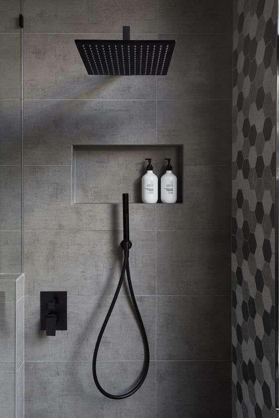 Piastrelle grigie per il bagno - Piastrelle grigie in diverse fantasie.
