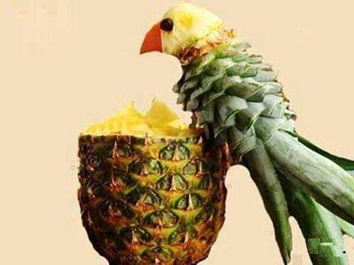 Wow! Kunst van fruit, wij willen deze papegaai wel!