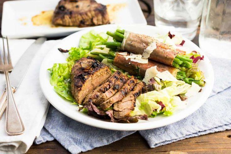 Malse biefstuk met sperziebonen gewikkeld in krokante seranoham