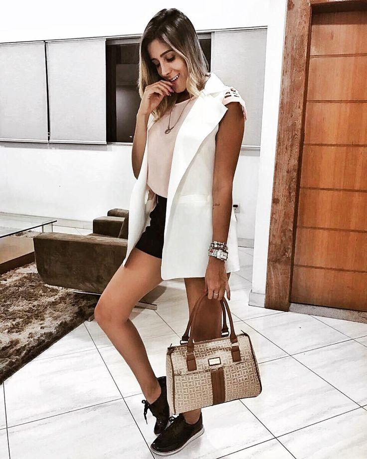 De hoje 💕 bolsa Tommy @w3imports . A W3 trabalha com importados 100% originais 100% seguro. Todos os produtos com preços super acessíveis. Vale a pena conferir é de enlouquecer 😱😍@w3imports 🌟 . . .  #personalstylist #itgirl #make  #amor #foto #mundo #top #like  #equilibrio #harmonia #acessorios #thelookface #linda #luxo #chic