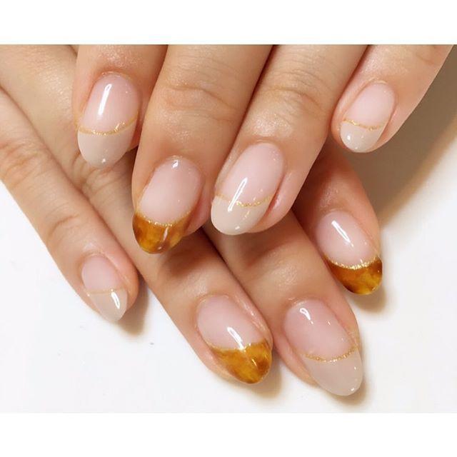 べっ甲とグレージュの斜めフレンチネイル💅💕 指が長く見えるデザインです✨(*´ω`*) #nail #gelnails #nails #ネイル #ジェルネイル #フレンチネイル #べっ甲ネイル #斜めフレンチ #グレージュネイル #秋ネイル #自宅ネイル