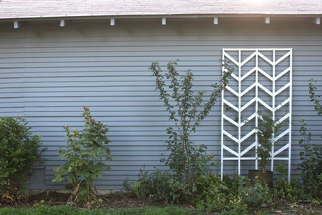Chevron trellis diy from smile and wave diy projects for Ikea barso trellis