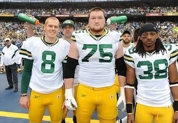 Aaron Rodgers Photobomb