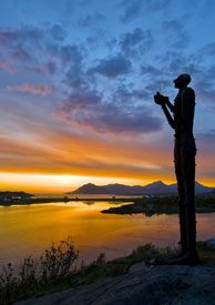 Vesterålen´s Man From The Sea at sunset - Photo: Øystein Lunde Ingvaldsen/www.nordnorge.com/Bø