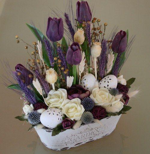 Velikonoční žardinka s tulipány - ve fialovovínové