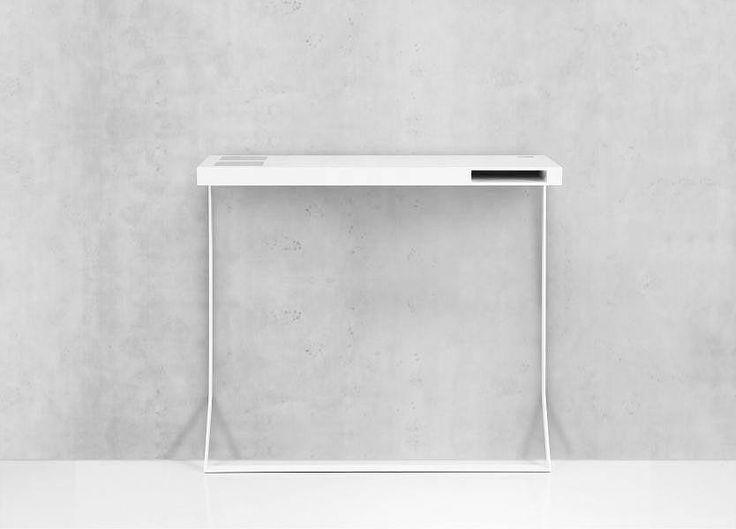 Back to Work: Minimalistischer Schreibtisch mit Kabel-Management-Lösung und Zubehör-Fach. Hier entdecken und shoppen: http://sturbock.me/j1i