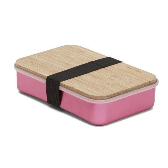 Pojemnik na kanapki Sandwich on Board to wielofunkcyjny produkt, zaprojektowany z myślą o wygodnym sporządzaniu oraz bezpiecznym przechowywaniu kanapek. Aluminiowy pojemnik chroni kanapki przed zgnieceniem, a solidna bambusowa deska o grubości 0.5 cm umożliwia pokrojenie świeżych warzyw. Silikonowa uszczelka zapewnia szczelność pojemnika, a elastyczny pasek spina ze sobą całość. Nie należy myć w zmywarce. Produkt dostępny jest w kilku wersjach kolorystycznych.