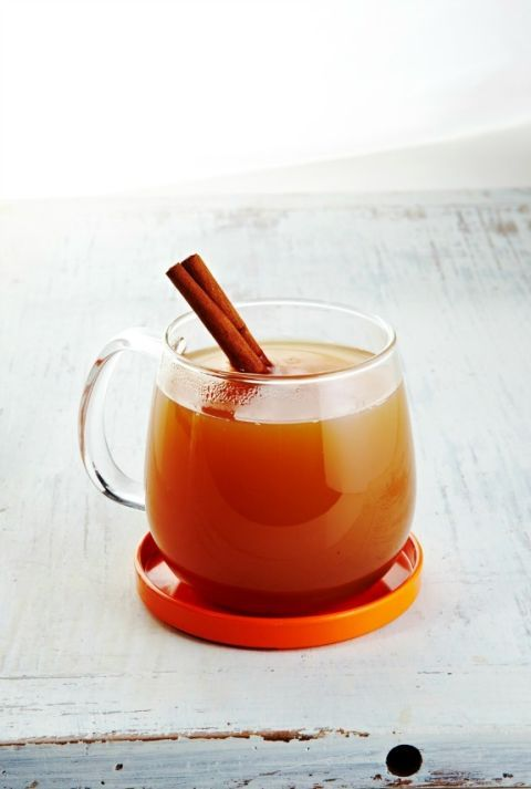 Chaos-Calming Tea: This hot, soothing chamomile and apple concoction calms your nerves and relieves stress, easing you into a sweet slumber. Sip at night before bed or when you feel frazzled. Click through to find more easy and healthy weight loss smoothies.