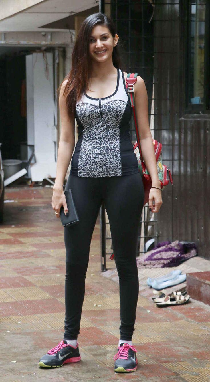 bollywoodmirchitadka: Bollywood Actress Amyra Dastur Spotted In Bandra, ...