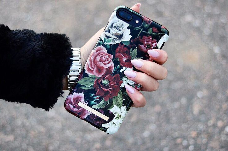Antique Roses by lovely @majarisberg - Fashion case phone cases iphone inspiration iDeal of Sweden #antique #roses #inspo #accessories #flowers #phonecase #phone