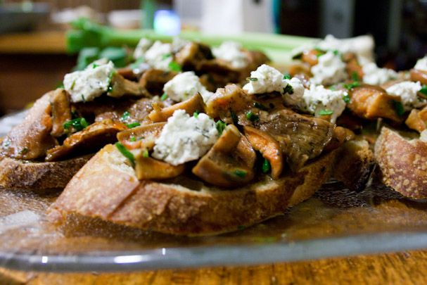 3 hungry tummies: Bruschetta With Sauteed Saffron Milk Cap Mushrooms And Goat Cheese