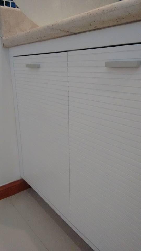 Vanitory en mdf laqueado blanco mate satinado - Contactanos para que diseñemos y fabriquemos el tuyo info@legnogroup.com.ar o 47295699  #design #bathroom #diseño #baño #vanitory #arquitectura #decoracion #deco #laqueado #modern #moderno #mueble #legno #wood #argentina