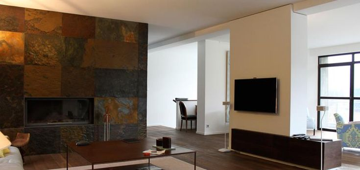 Big & modern living room with a fireplace in copper | Grand salon moderne avec cheminée en cuivre