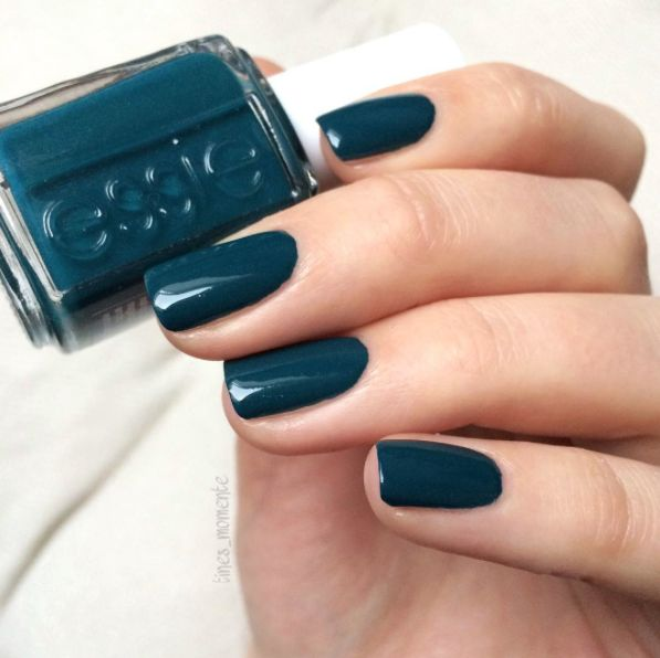 Deep dive into fabulous color with this limitless, sea blue lacquer. This gorgeous polish makes a manicure that sails through the day with style.