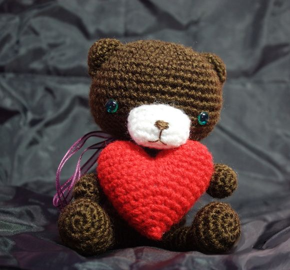 Oso con corazón amigurumi crochet plush