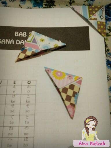 Origami bookmark Tutorial on ainahafizah.blogspot.com/2013/08/tutorial-origami-bookmark.html