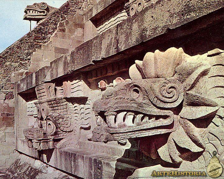 Junto con las pirámides del Sol y de la Luna, el Templo de Quetzalcoatl es uno de los edificios más impresionantes de la gran Teotihuacan.