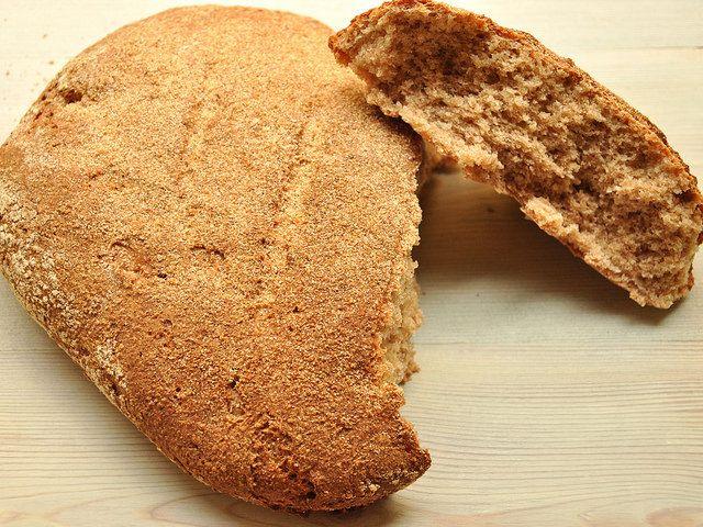 Sfornare il pane di farro Bimby è una bella soddisfazione! Un pane rustico e ricco di fibre. La farina di farro la fai col Bimby e risparmi un bel po'