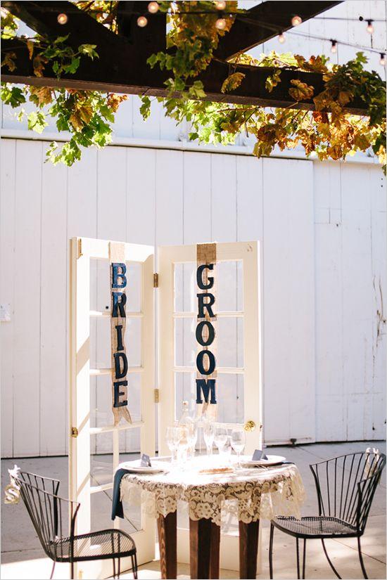 sweetheart table ideas | bride and groom | burlap signage ideas | navy and peach wedding | #weddingchicks