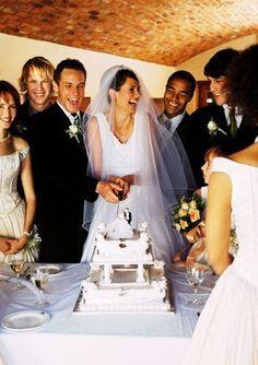 ¿Ya estás armando el programa para tu recepción de bodas? Date una idea general de la secuencia de eventos en una recepción de bodas de aproximadamente 5 horas y ¡disfruta tu gran día!