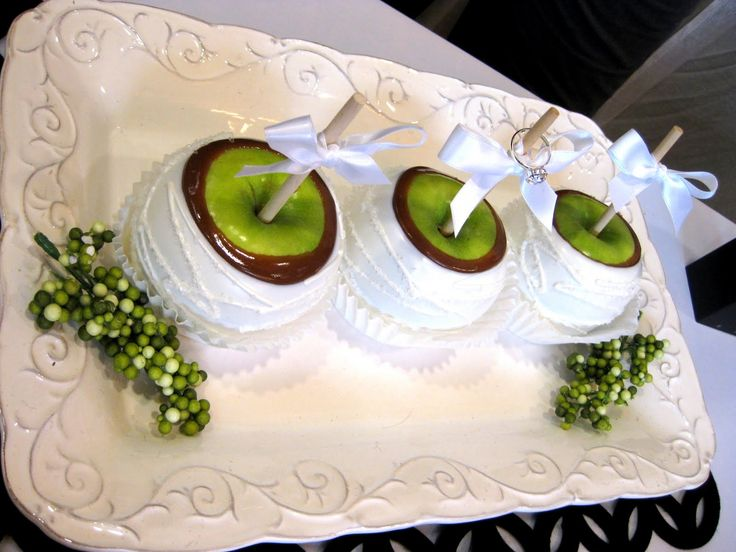 318 best CandyCaramel Apples images on Pinterest Candy apples