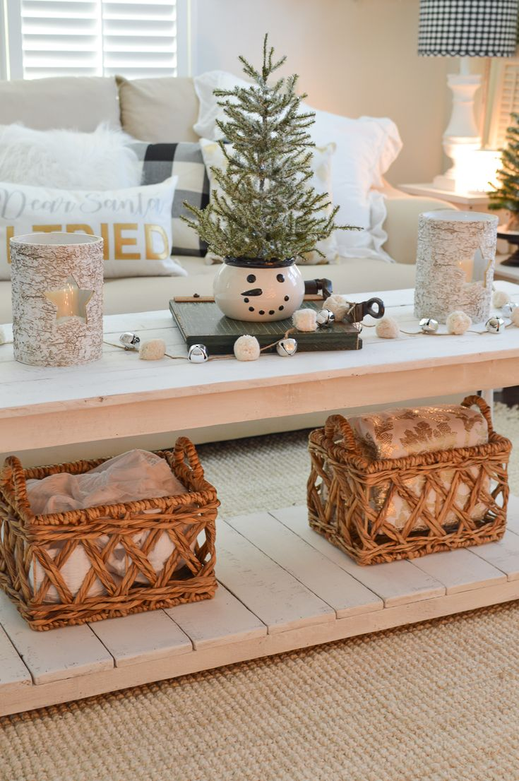 Simple Home Decorating: 25+ Unique Cottage Christmas Decorating Ideas On Pinterest
